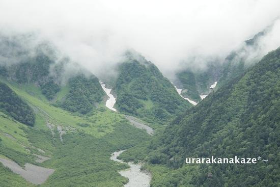 上高地からの穂高連峰 雪渓