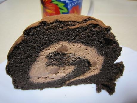 チョコ入りロールケーキ