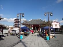 11:05 津観音縁日にぎわい市のお店があります。