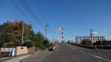 12:43 ここで方向を変えて1号線に向かいます。コンビナートが見えたので来たら、高架になって向こうのコンビナートが見ずらかった。