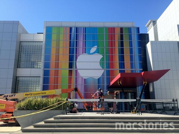 iPhone 5、iPad Mini、iMacなどの発表に向け会場をカラフルに装飾中 in サンフランシスコ2