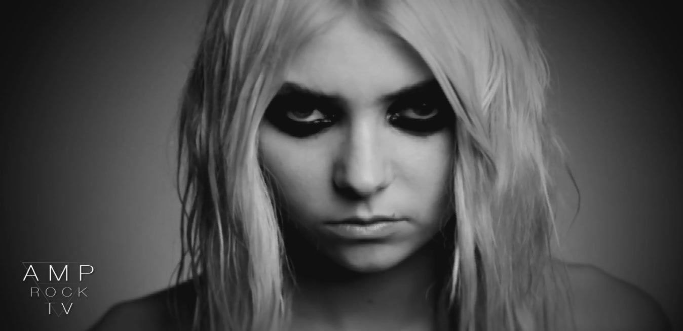 Taylor Momsen Poses Nude For Under The Water Amp Rock TV