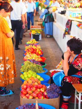 市場とフルーツ