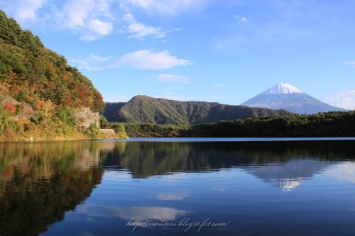 西湖の紅葉と逆さ富士