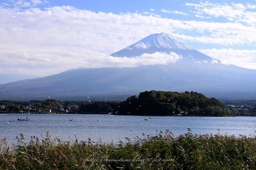 秋の河口湖と富士山01