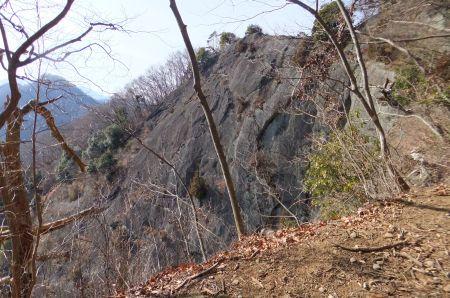 壮絶な岩壁