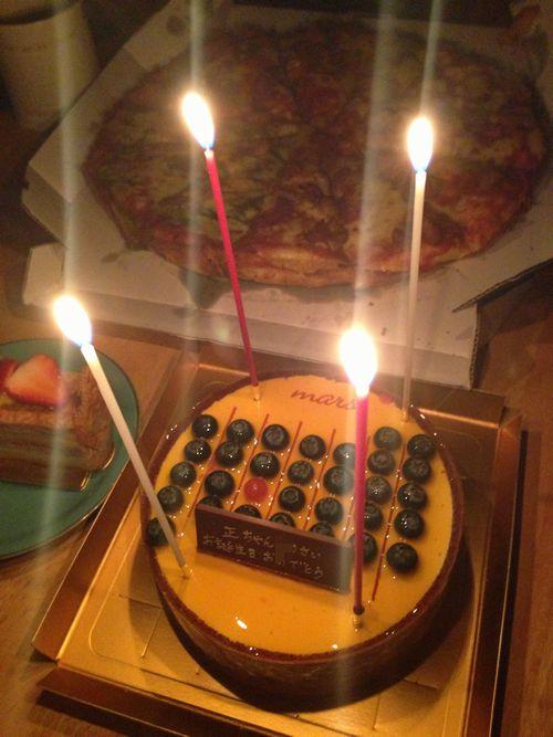 キャンドル付きお誕生日ケーキ