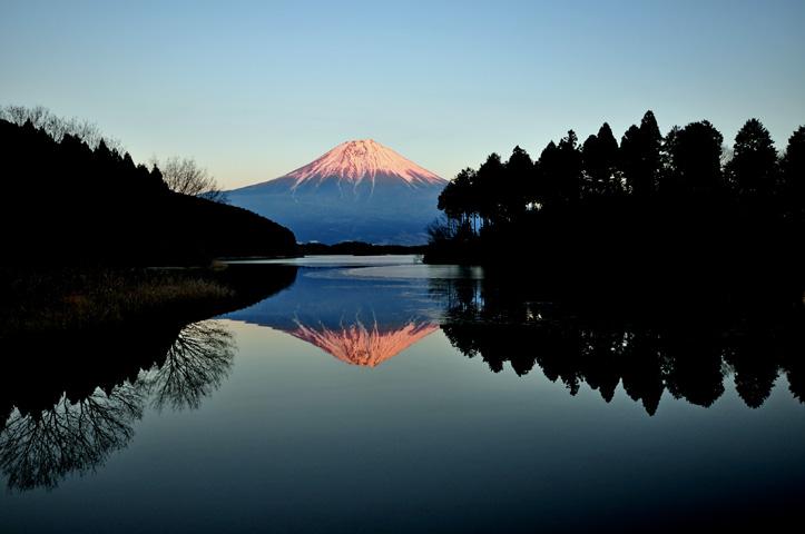 鏡面の富士