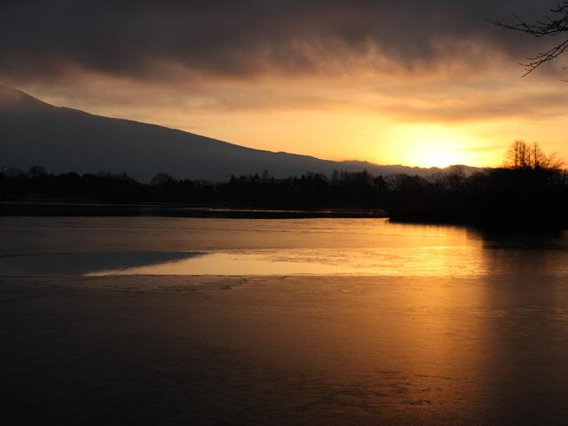 田貫湖に朝日