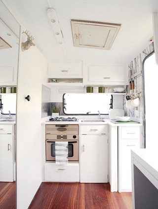 white-and-clean-mobile-house-inspirations.jpg
