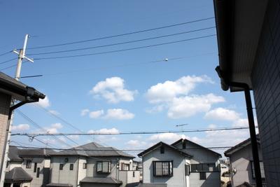 あ~空はこんなに青いのに