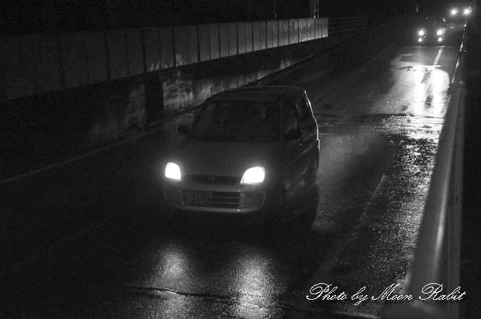 JR高架下の自動車ヘッドライト 愛媛県道西条港線 愛媛県西条市上神拝