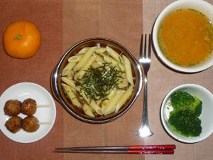 ペンネきのこソース,茹でブロッコリー,つくね×2,トマトスープ,みかん