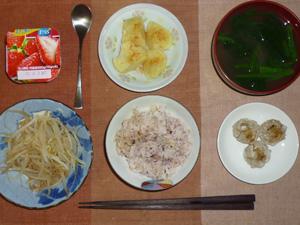 胚芽押麦入り五穀米,焼売×3,もやしのおひたし,茹でイモ,ほうれん草のおみそ汁,ヨーグルト