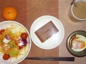 カステラ,サラダ,目玉焼き,みかん,コーヒー
