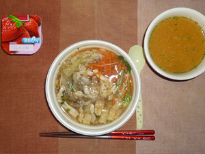 野菜ときのこの雑炊(?),トマトスープ,ヨーグルト