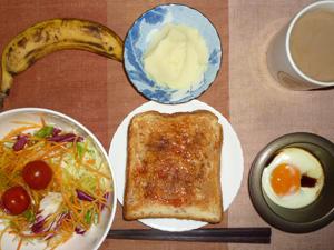 イチゴジャムトースト,サラダ,目玉焼き,マッシュポテト,バナナ,コーヒー