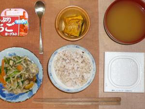胚芽押麦入り五穀米,納豆,野菜の蒸し煮,焼きカボチャ,おみそ汁,ヨーグルト