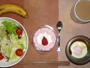 いちごケーキ,サラダ,目玉焼き,バナナ,コーヒー