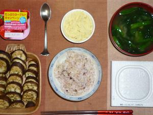 胚芽押麦入り五穀米,納豆,焼き茄子,マッシュポテト,ほうれん草のおみそ汁,ヨーグルト