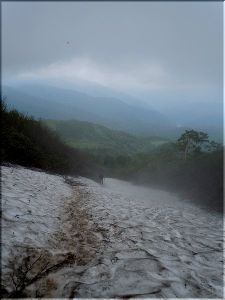 燧ケ岳 雪渓を上から見下ろす