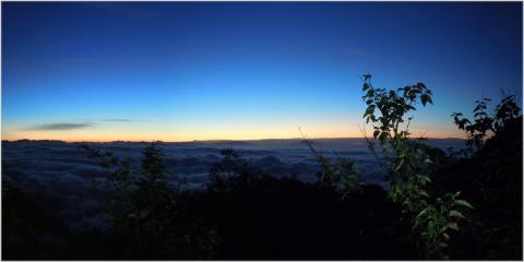 北アルプスからの日の出前
