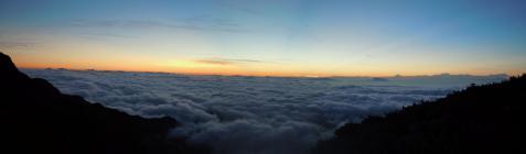 冷池 天場からの日の出前の雲海