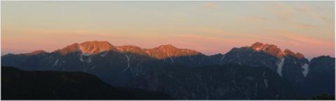山の朝焼け