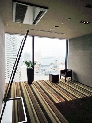 横浜モノリス 個室