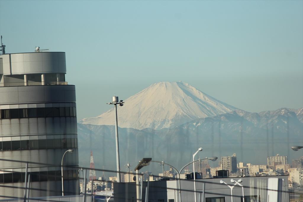 羽田空港から見た富士山