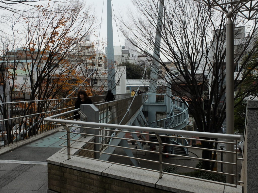 代官山駅に連絡する歩道橋_1