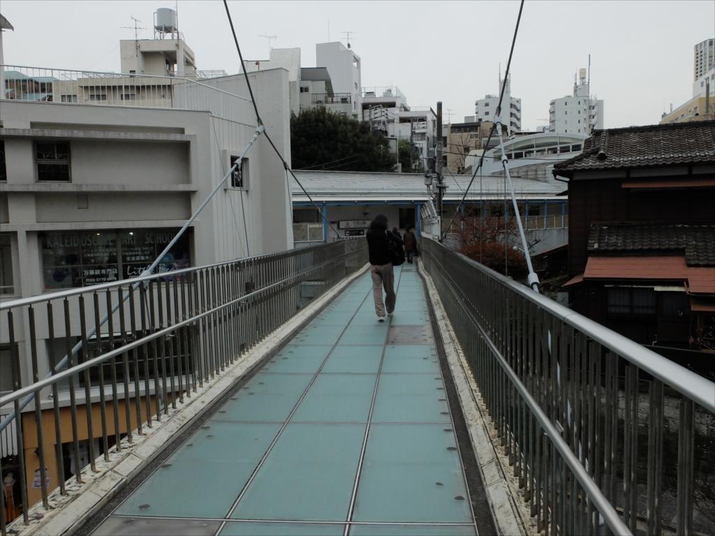 代官山駅に連絡する歩道橋_3