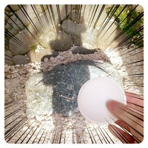 鎌倉宮の厄割石(投げつける前)