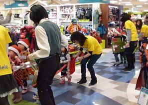 手作り楽器でクリスマス楽団 パレード