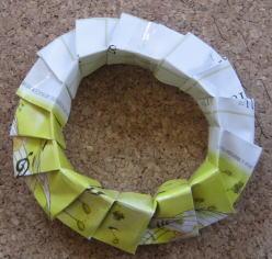 リース型紙マラカス 作り方13