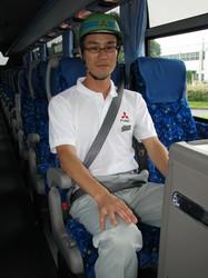 最新式観光バスには一部3点式シートベルトも搭載