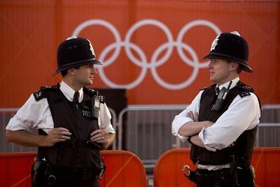 ロンドンオリンピック会場の英国警官