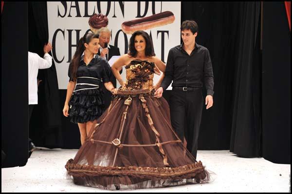 salon-chocolat-sophie-reyes-faustine-bollaert-juhles-paris-robe-baileys-2.jpg