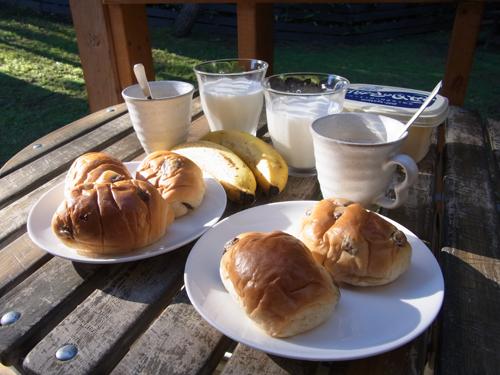 朝食は簡単に