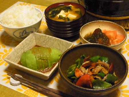 1ピーマンと豚肉の塩麹炒め・アボカド定食