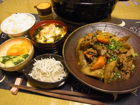 4ごぼうにんじんと牛肉の煮物カレー風味定食