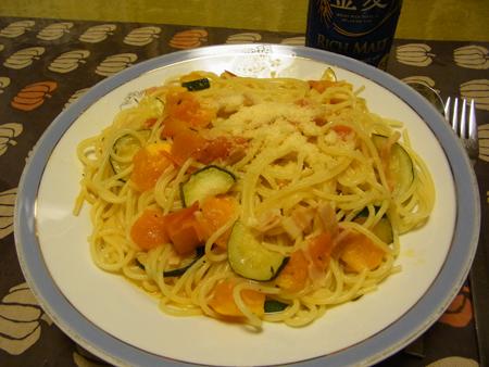 1生トマトとズッキーニとベーコンのパスタ
