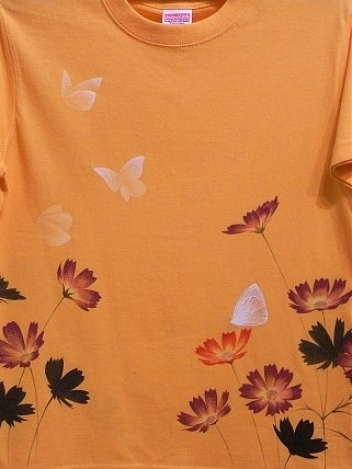コスモスとモンシロチョウ Tシャツ 20128141