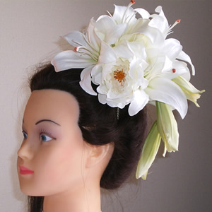 カサブランカとホワイトローズの結婚式髪飾り