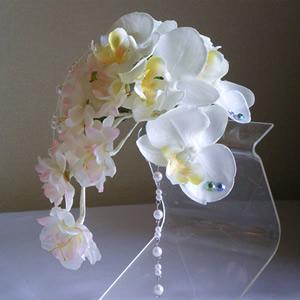 胡蝶蘭と桜の結婚式コサージュ