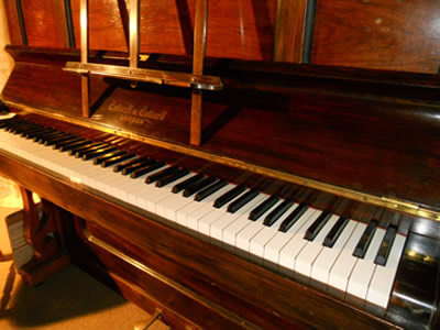 antique_piano.jpg