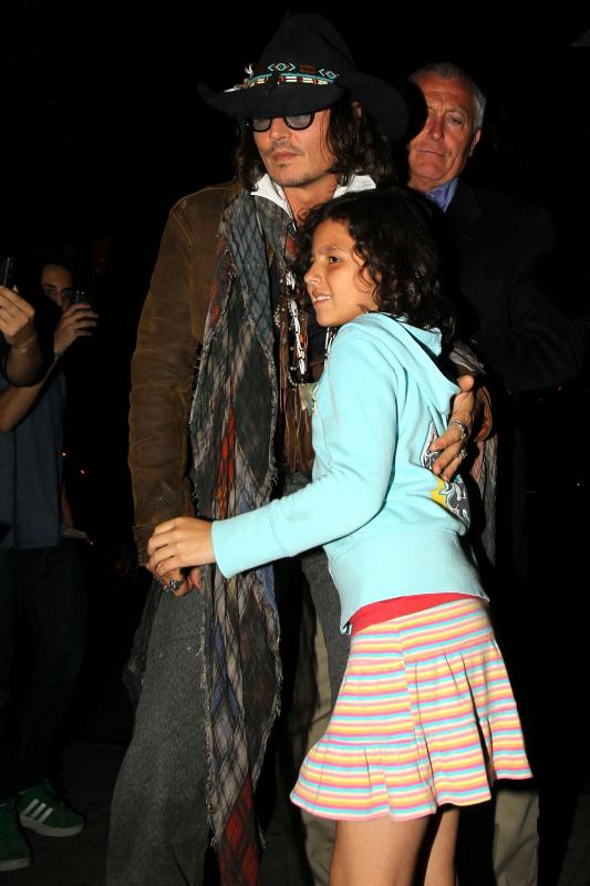 INF_Johnny_Depp_consoles_a_you_2279064.jpg