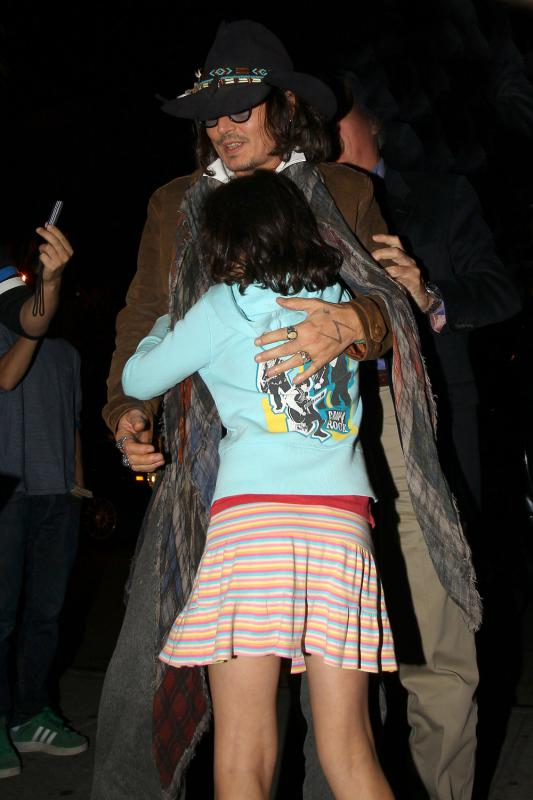 INF_Johnny_Depp_consoles_a_you_2279066.jpg