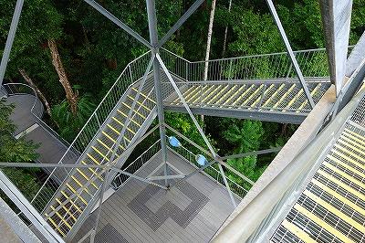 ケアンズ・マムーのタワー階段