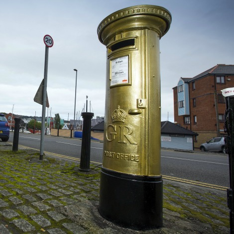 ellie-simmonds-golden-postbox-in-swansea-967624023.jpg